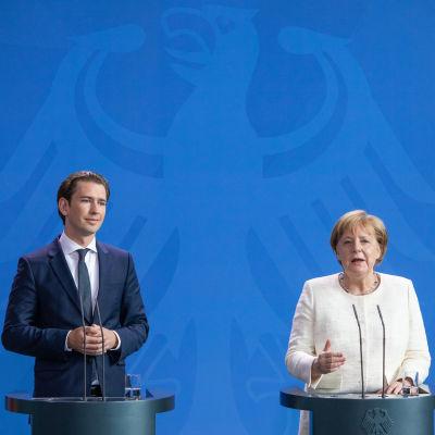 Tysklands förbundskansler Angela Merkel och hennes österrikiska kollega Sebastian Kurz.