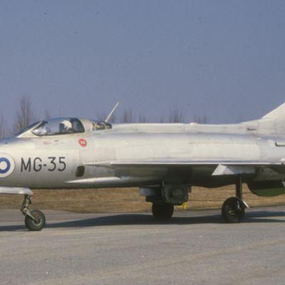 MiG-21F-13-yliäänikoneet otettiin käyttöön Suomessa 1960-luvulla.