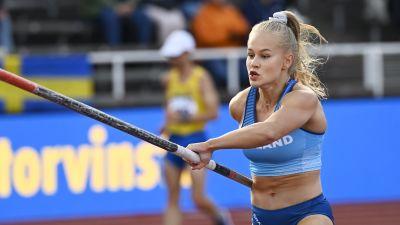 Saga Andersson hoppar stav.
