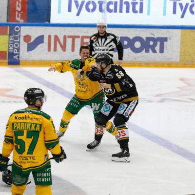 Matt Generous och Jani Hakanpää har slängt handskarna.