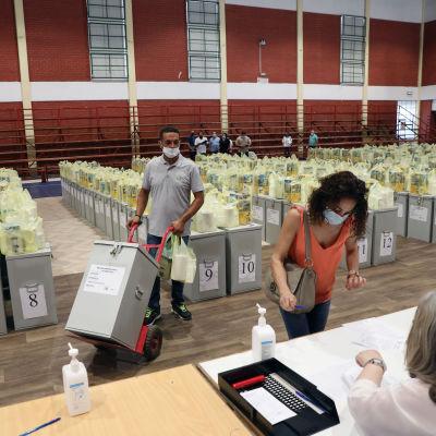 Äänestyspaikka Kyproksella toukokuussa.