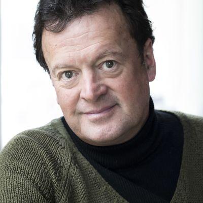 Författaren Fredrik Ekelund i grön tröja. 2018.