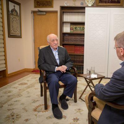 Fethullah Gülen diskuterar med Tom Kankkonen