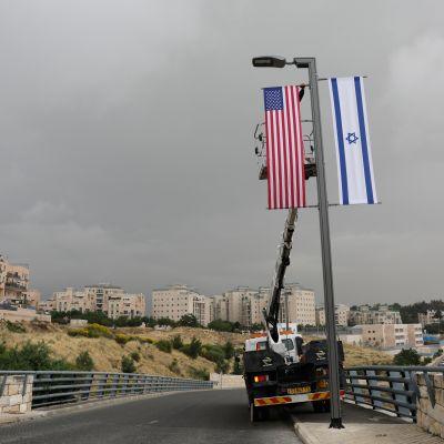 USA:s och Israels flaggor inför förflyttningen av USA:s beskickning till Jerusalem