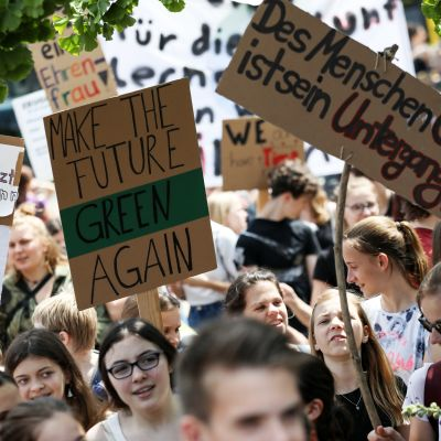 Demonstration mot brunkol i Berlin