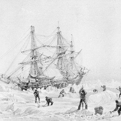 Piirroskuva jäiden saartamasta purjealuksesta, jonka ympärillä miehistö hakkaa jäätä
