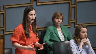 Statsminister Sanna Marin under riksdagens frågestund den 2 april 2020.