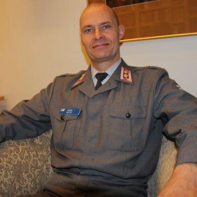 Eversti Asko Valta.