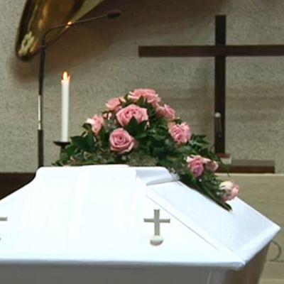 Arkku hautajaisissa