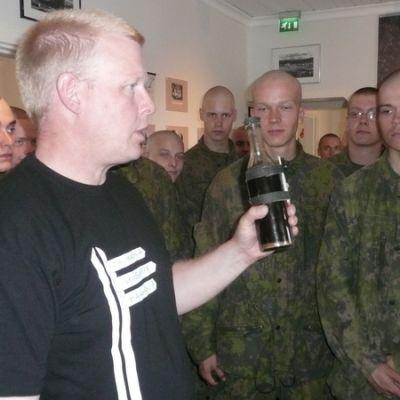 Sallaan sotilasvalalle tulleet Ivalon rajajääkärikomppanian alokkaat vierailivat Sallan sota- ja jälleenrakennusajan museossa.