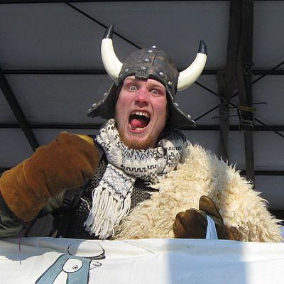 Viikinkimäinen penkkari-irvistys