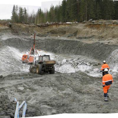 Mondo Mineralsin Karnukan koelouhos keväällä Polvijärvellä.