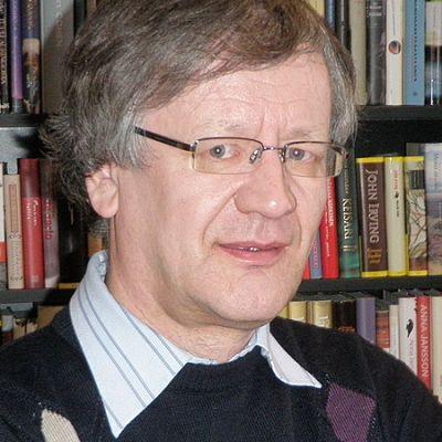 Kirkkohistorian professori Hannu Mustakallio.