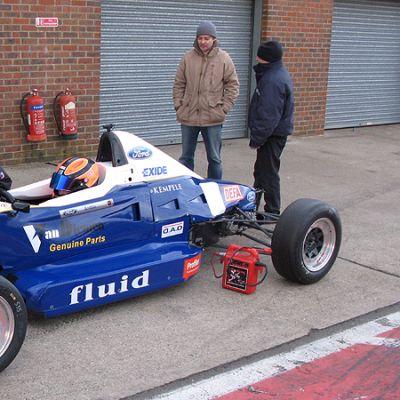 Jesse Anttila Formula Fordilla varikolla.