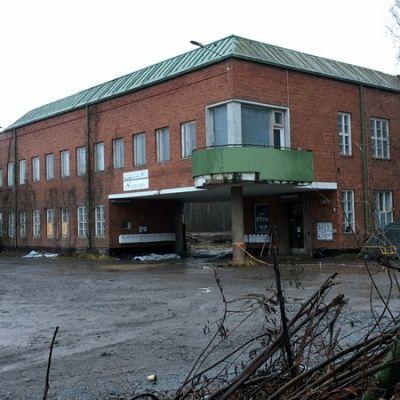 Vanha tehdasrakennus.