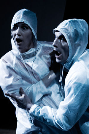 Koko-teatterin näytelmä Maailma luottaa meihin
