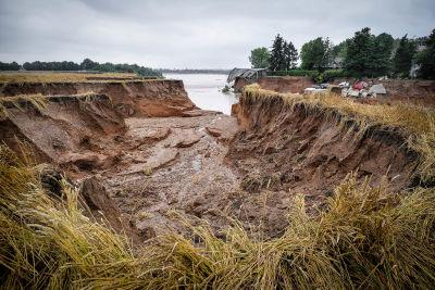 Ett lerskred i Erftstadt Blessem i Tyskland.