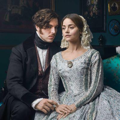 Kuningatar Victoria joutuu brittidraamasarjan kolmannella kaudella keskelle poliittista kuohuntaa.