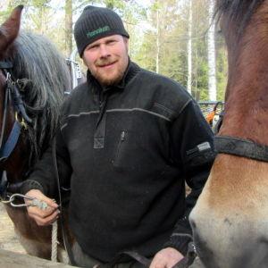 Miika Åfeltin työkavereita ovat hevoset