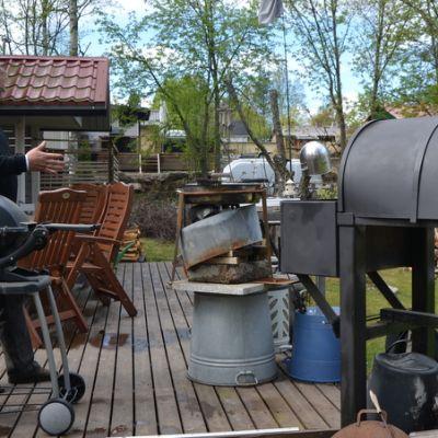 Tarmo Wasenius kesäkeittiössä, hella, grilli, leivinuuni.