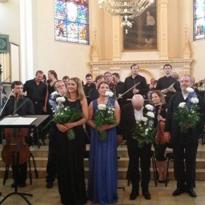 Mariinskin soittajat, kuoro ja solistit täyttivät Mikkelin tuomiokirkon alttarialueen torstai-iltana.
