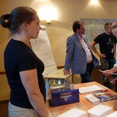 Varkauden kaupungin osastolla riitti kävijöitä lääketieteen opiskelijoiden rekrytointitilaisuudessa