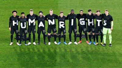 Tysklands fotbollslandslag ger sitt stöd för kampen mot brott mot mänskliga rättigheter, med Qatar som adress.
