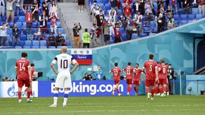 Ryska spelare jublar, Teemu Pukki deppar.