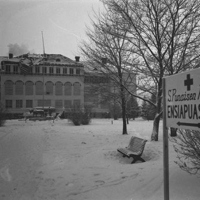 Cygnaeuksen koulu sota-aikana Porissa.