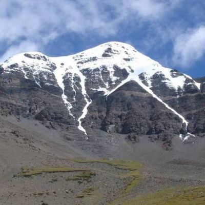 Lumihuippuinen vuori