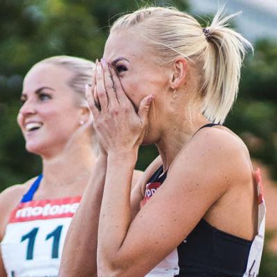 Annimari Korte efter rekordloppet (med quizstämpel).