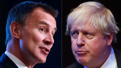 Utrikesminister Jeremy Hunt (till vänster) och hans medtävlare, den före detta utrikesministern Boris Johnson.