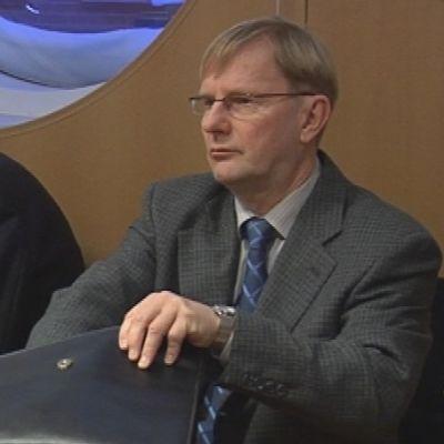 Erkki Karvonen Kuopas-oikeudenkäynnissä Pohjois-Savon käräjäoikeudessa.