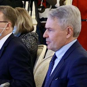 De ester som har kommenterat utrikesminister Pekka Haavistos besök i Ryssland tycker att han inte borde ha träffat utrikesminister Sergej Lavrov under rådande omständigheter.