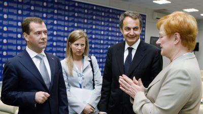 President Dimitrij Medvedev och Tarja Halonen träffades under det ekonomiska forumet i S:t Petersburg. Också spaniens premiärministerJosé Rodrígues Zapatero var med.