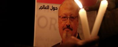 Journalisten Khashoggi sörjs i en demonstration utanför Saudikonsulatet i Istanbul.