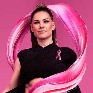 Eva Wahlström med rosa band