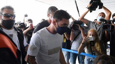 Lionel Messi på flygplatsen i Barcelona.