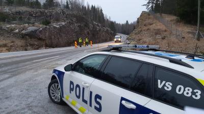 En polisbil vid gränsen Nylaand Egentliga Finland.