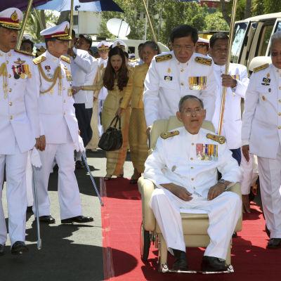 Thailands kung fotad den 5 maj utanför Bangkok i Thailand.