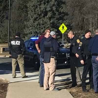 Polis på gata.