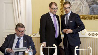 Timo Soini, Juha Sipilä och Alexander Stubb i samband med regeringsförhandlingara på Smolna