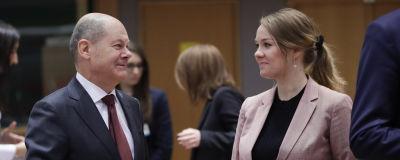 Finlands finansminister Katri Kulmuni och tyska kollegan Olaf Scholz vid ett finansministermöte i Bryssel i februari.