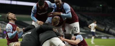 West Hams spelare firar 3–3-kvitteringen i matchens slutsekunder.