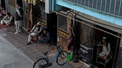 Mattförsäljare på Chicken Street i Kabul 26.9.2021