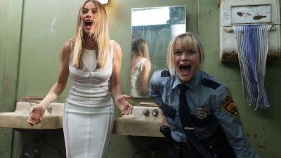 Sofía Vergara och Reese Witherspoon skriker hysteriskt i den hysteriskt icke-roliga komedin hot Pursuit.