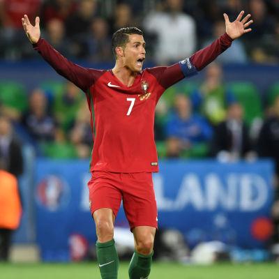 Cristiano Ronaldo i EM-matchen mot Island.
