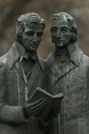 Staty av bröderna Grimm i Kassel där de båda arbetade som bibliotekarier.