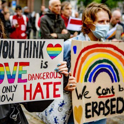 Demonstranter i Amsterdam.