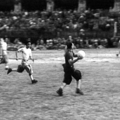 Vuoden 1954 näyte, millaista oli jalkapallo 1500-luvun Firenzessä.